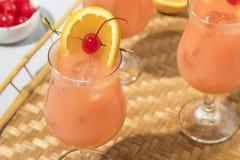 自创酒精飓风鸡尾酒饮料 免版税库存图片