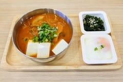 自创食物集合包括辣kimchi汤烟肉, slic 库存图片