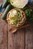 自创食物:圆白菜沙拉垂直的顶视图 库存照片