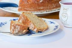 自创马德拉岛蛋糕切片 免版税库存图片