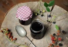 自创黑莓果酱 免版税库存照片