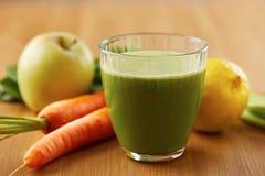 自创素食主义者绿色汁液 库存图片