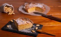 自创frangipane蛋糕 免版税库存照片