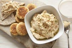 自创Hummus和沙拉三明治 免版税图库摄影