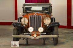 自动世界葡萄酒汽车博物馆,艾哈迈达巴德,古杰雷特,印度, 2018年1月13日 赤褐色V-12 免版税库存图片