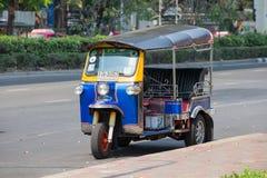 自动人力车或tuk-tuk在曼谷街道上  泰国 免版税库存图片