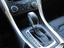 自动传输,超级跑车内部 免版税库存照片