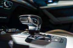 自动传输移位系统紧凑豪华天桥SUV奥迪Q5体育2 tronic 0 TDI的quattro S 免版税库存图片