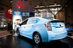 自动充电的prius显示丰田 免版税库存照片
