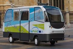 自动公路运输系统-无人驾驶的车 免版税库存图片