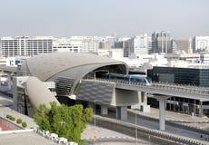 自动化的火车和地铁铁路网在迪拜 库存图片