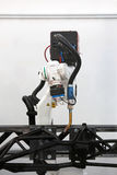 自动化的焊接机器人 免版税库存照片