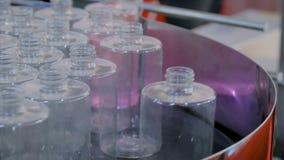 自动化的pharma技术概念-有空的玻璃瓶的转动的平台 影视素材
