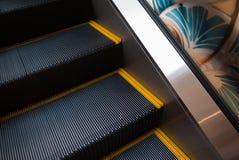 自动扶梯台阶关闭为危险事故概念 免版税库存照片