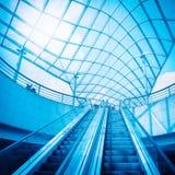 自动扶梯和玻璃圆顶 库存图片