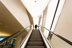 自动扶梯在公立图书馆阿姆斯特丹里 免版税库存照片
