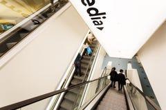 自动扶梯在公立图书馆阿姆斯特丹里 库存照片