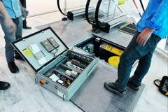 自动扶梯在维修服务中 库存图片