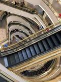 自动扶梯在Westfield购物中心 库存照片