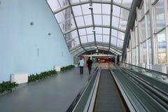 自动扶梯玻璃方式 免版税库存照片