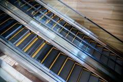 自动扶梯看法在一个地铁站的 免版税库存照片