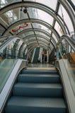 自动扶梯细节在庞毕度中心和人民里面的在巴黎 免版税库存照片