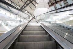自动扶梯购物中心 库存照片