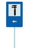 自动汽车维修车间象,车技工固定服务车库公路交通标志路旁波兰人岗位标志,被隔绝的,黑箭头 免版税图库摄影