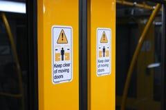 自动火车门标志 免版税图库摄影