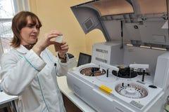 自动生物化学的分析仪 库存图片