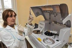 自动生物化学的分析仪 免版税图库摄影