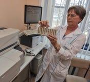 自动生物化学的分析仪 图库摄影