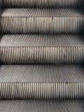 自动电梯阶梯细节  免版税库存图片