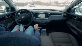自动驾驶仪汽车停车处 未来派驾车单独 股票视频