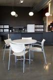 自助餐厅重点办公室纵向表视图 库存图片