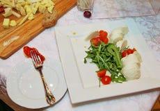 自助餐晚餐意大利餐馆承办酒席食物概念 免版税库存图片