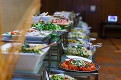 自助餐桌食物 免版税库存照片