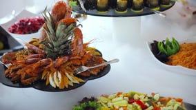 自助餐:小龙虾和虾在板材 股票视频