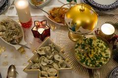 自圣诞前夕供食的波兰圣诞节食物 库存图片