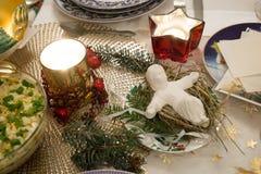 自圣诞前夕的美妙地装饰的桌在波兰 库存图片