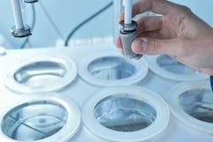 自治可溶性测试器 桌的仿制溶解 免版税库存照片
