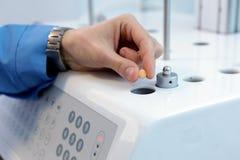 自治可溶性测试器 桌的仿制溶解 图库摄影