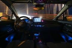 自治驾车的驾驶舱的概念在夜不适 库存照片