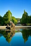 自流水庭院schonbrunn维也纳井 库存照片