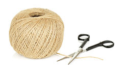自然串和剪刀球在白色背景 库存图片