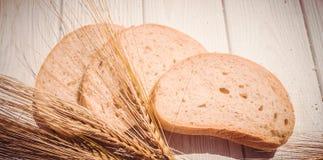 自然产品 谷物和新鲜面包 库存照片