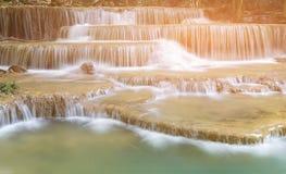 自然倍数分层堆积热带瀑布 免版税图库摄影