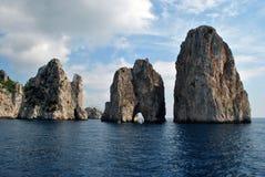 自然卡普里岛phenomen叫Faraioni 免版税库存照片