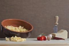 自然和健康烹调的意大利成份 免版税库存照片
