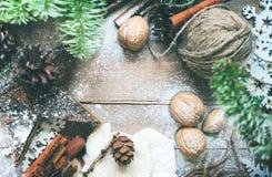 自然圣诞节辅助部件葡萄酒礼物 库存照片